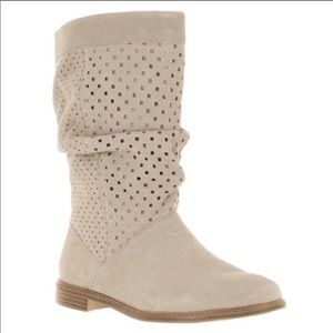 Toms Serra tan perforated slouch boots